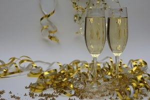 Photo: Celebrating new years with champagne and confetti